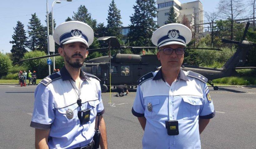"""Ei sunt polițiștii care au blocat traficul în intersecţie, când au văzut că elicopterul zboară prea aproape de sol: """"Am sărit de la volan"""""""