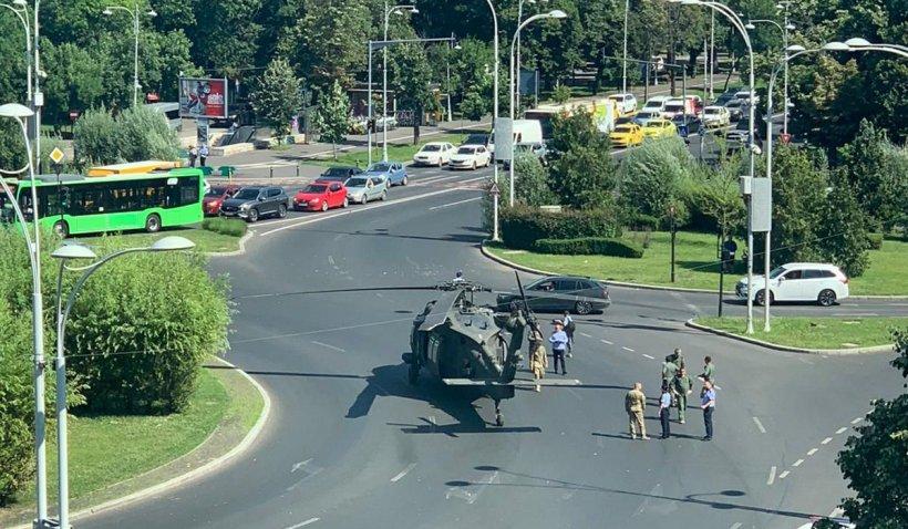 Elicopter militar, aterizare de urgenţă în sensul giratoriu de la Aviatorilor, în Bucureşti