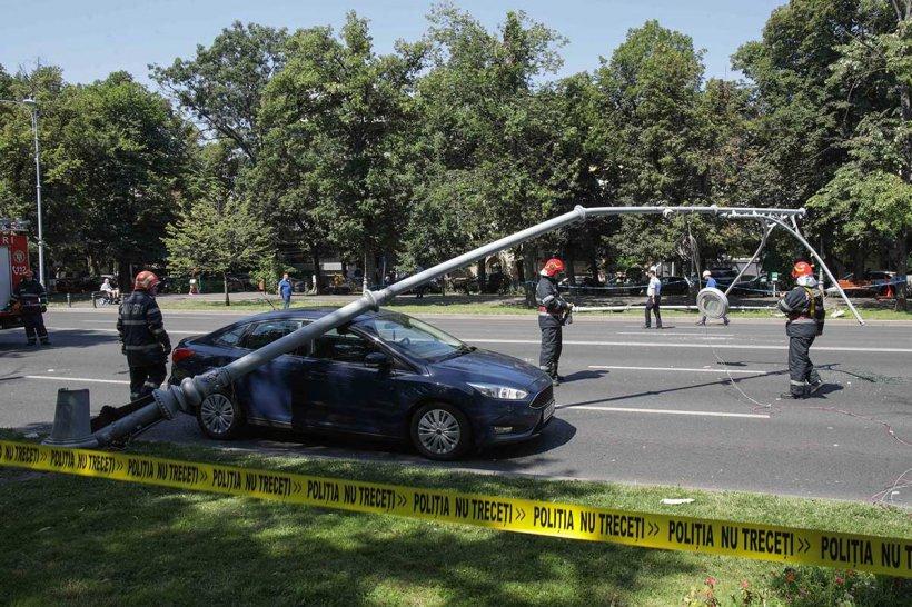 """Șoferul unei mașini avariate, martor la aterizarea de urgență a elicopterului: """"Am încercat să accelerez cât am putut!"""""""