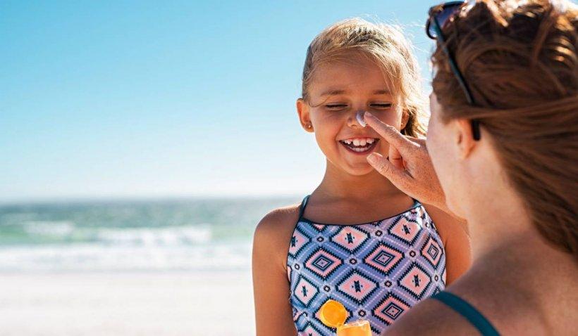5 tipuri de creme de protecție solară, retrase de pe piață după ce s-au descoperit mai multe substanțe toxice