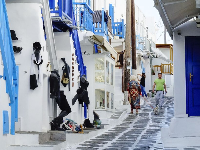Noi restricții în Grecia: S-a interzis libera circulație și muzica pe Insula Mykonos