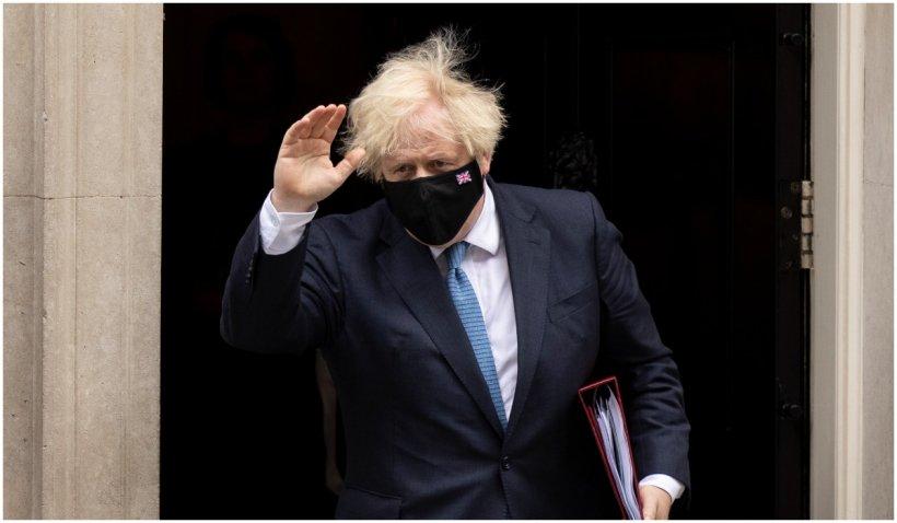 Boris Johnson se autoizoleză după ce a intrat în contact cu ministrul Sănătăţii, testat pozitiv la COVID