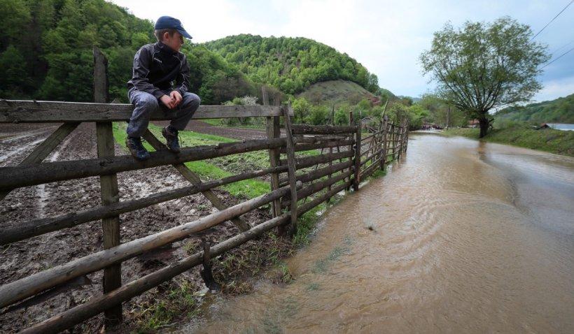 Cod galben de inundaţii pe râuri din judeţele Mureş, Alba, Hunedoara, Braşov şi Sibiu