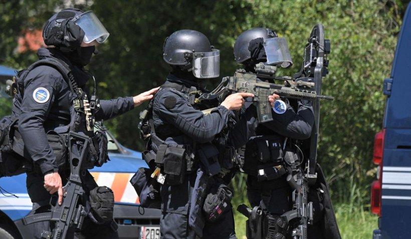 Operațiune masivă de căutare a unui suspect care a tras asupra polițiștilor, în Franța