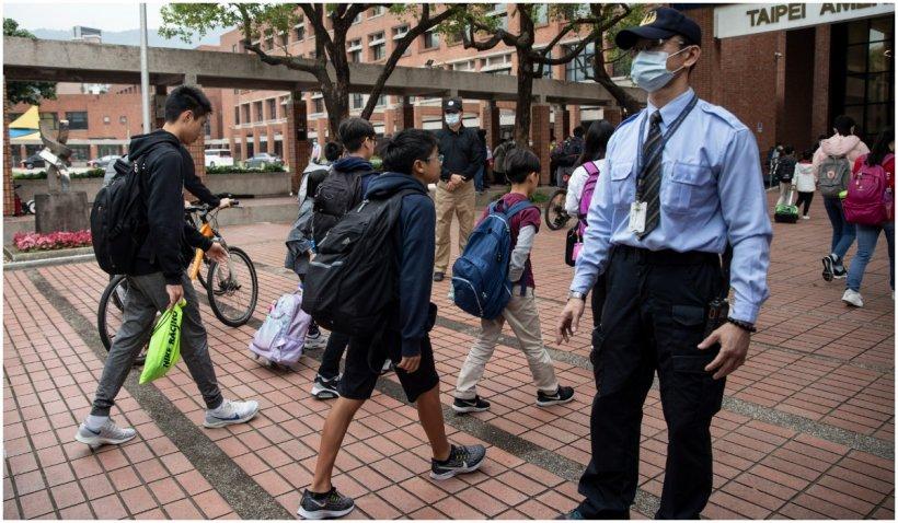 Un elev de 13 ani a fost ucis cu toporul într-un liceu din Singapore. Atacatorul a cumpărat arma crimei online