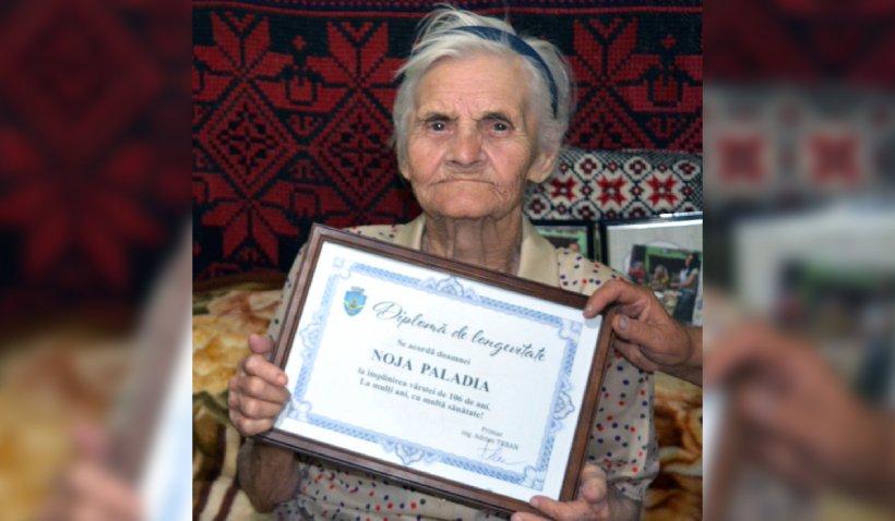 """O femeie de 106 ani din Alba dezvăluie secretul longevităţii sale: """"Hrană din gospodărie, cititul şi gândirea pozitivă"""""""
