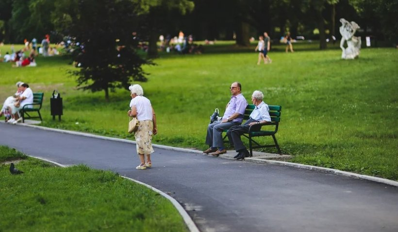 Femeile care se vor pensiona la 65 de ani, la fel ca bărbaţii. Guvernul şi-a asumat angajamentul la Bruxelles