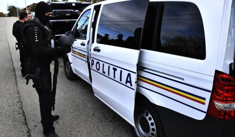 Droguri trimise prin curier în București. Trei bărbați au fost reținuți