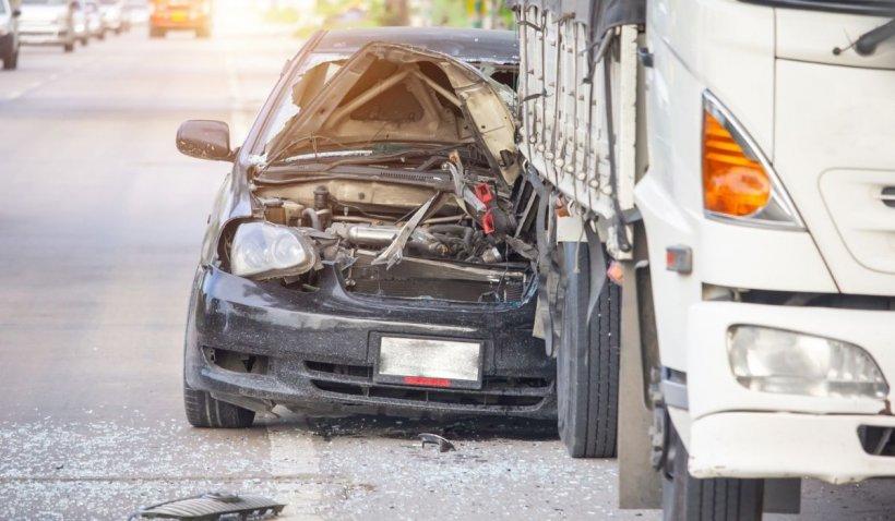 Accident cumplit de TIR, provocat de un român, în Franța. Trei morți în urma impactului