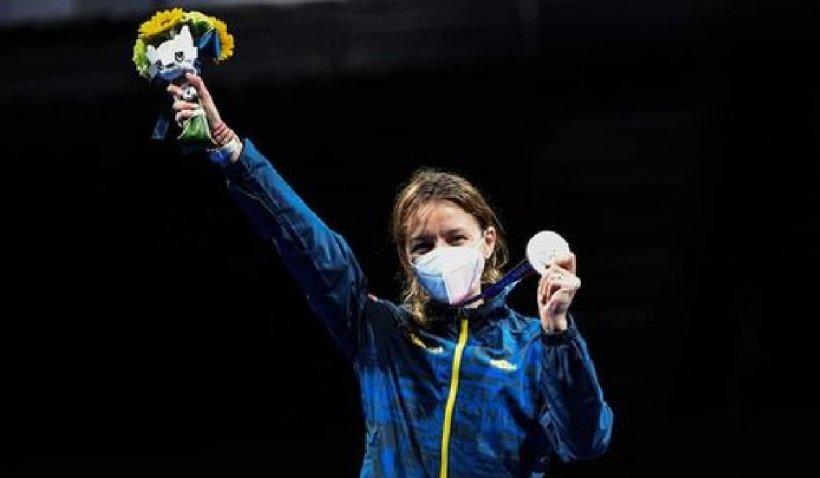 """Ana-Maria Popescu după ce a câștigat medalia de argint la spadă la Jocurile Olimpice de la Tokyo: """"Mă dor toate, m-am chinuit, e cea mai muncită și mai chinuită medalie"""""""