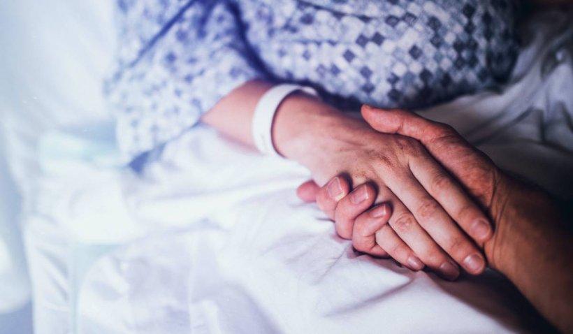 Doi soţi din Arad, salvaţi în ultima clipă după ce au mâncat şuncă şi s-au îmbolnăvit de botulism