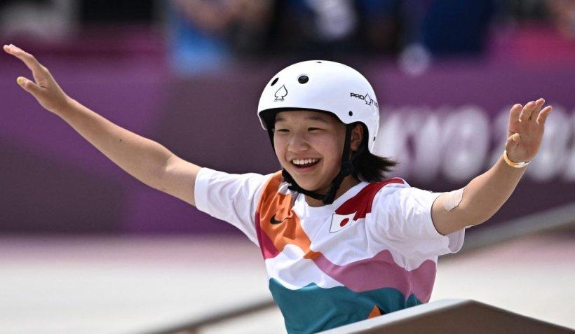 Ea este sportiva de 13 ani care a câștigat aurul la Jocurile Olimpice. Cea mai vârstnică participantă are 46 de ani