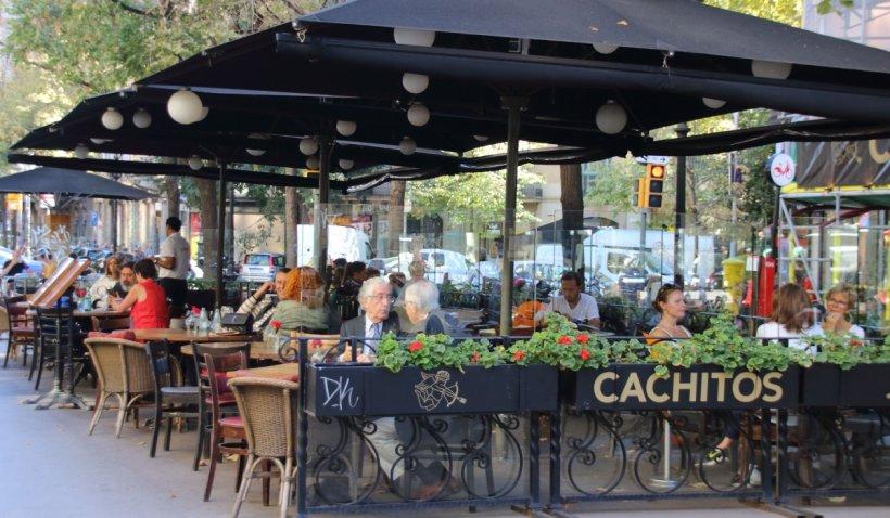 Reguli noi de acces, în unele restaurante din Spania, din cauza valului patru de infectări COVID-19