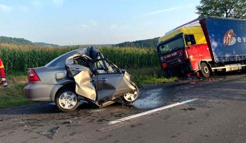 Şoferul TIR-ului a văzut ce făcea tânăra strivită în maşină, în ultimele secunde din viaţa ei, în accidentul din Ilieni