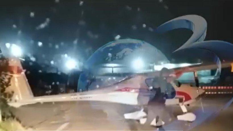 Momentul în care un avion este luat de vijelie, pe aeroportul din Otopeni