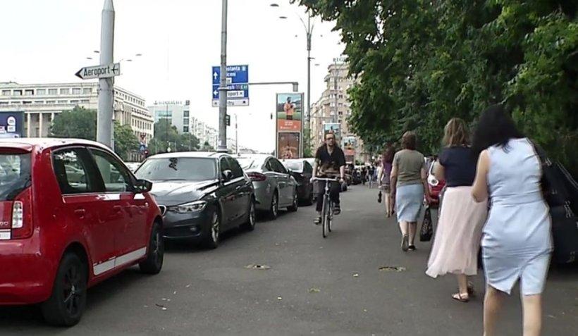 """Parcările publice în București: insuficiente și, în același timp, ocolite de cei care s-au obișnuit """"gratis"""", pe trotuar"""