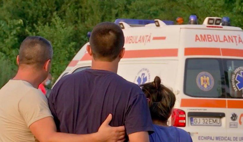 Un bătrân de 81 de ani și-a dat viața pentru a salva un copil de șase ani, din râu. Mama și fratele copilului au murit înecați