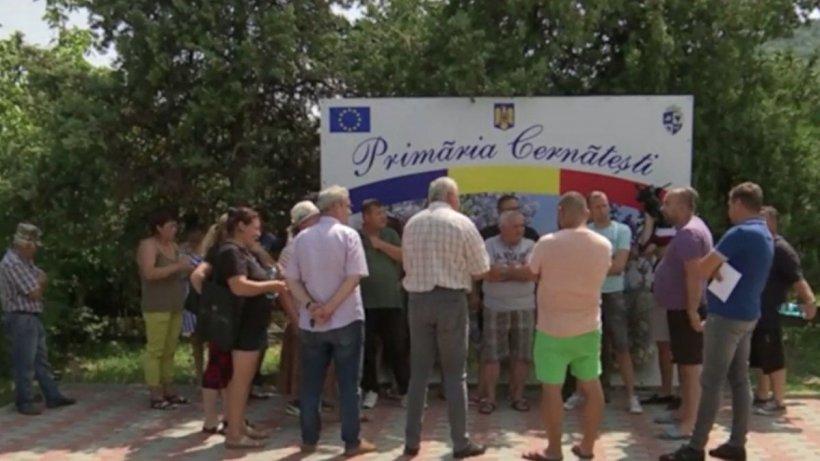 Apă cu porţia la Buzău. Oamenii au ieşit în stradă ca să protesteze