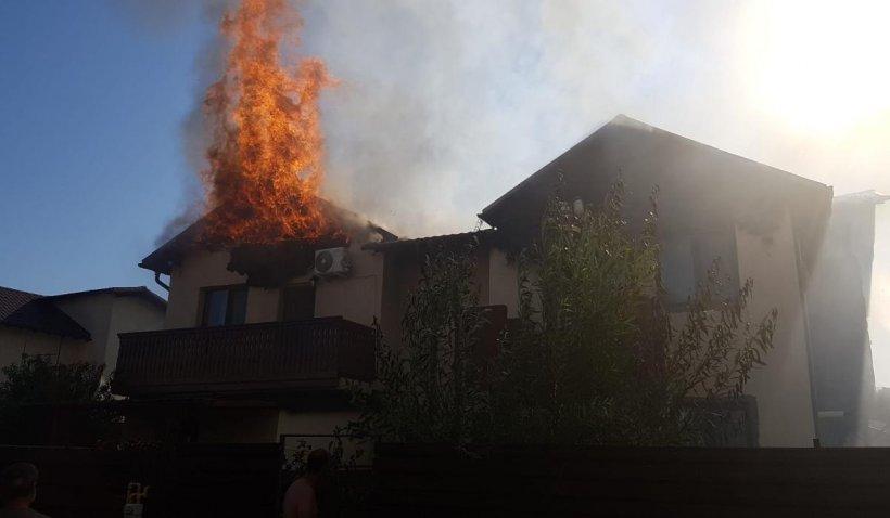 Incendiu puternic foarte aproape de Capitală. Două case au ars