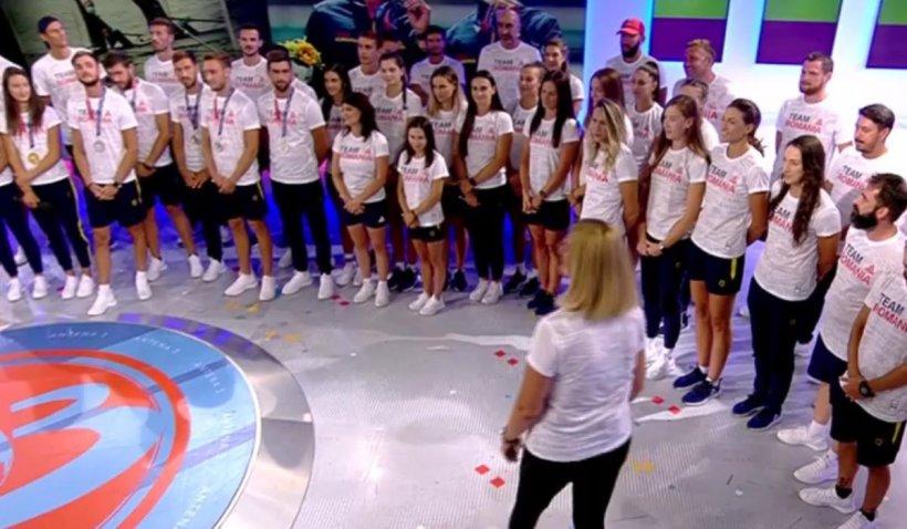 """Lotul olimpic de canotaj, medaliat la Tokyo, în platoul Antena 3. Elisabeta Lipă: """"Performanța cere multe sacrificii, nu numai din partea sportivului"""""""