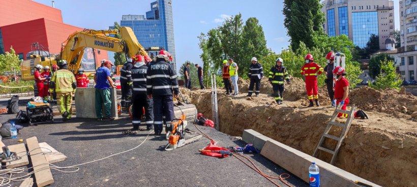 Mai mulți muncitori, prinși sub un mal de pământ lângă Biblioteca Națională din București. Doi bărbați au decedat