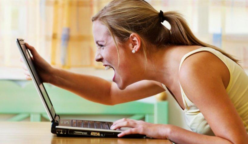 Tot mai mulți români, victime ale unei noi escrocherii pe internet. Cum verificăm dacă e ţeapă sau nu