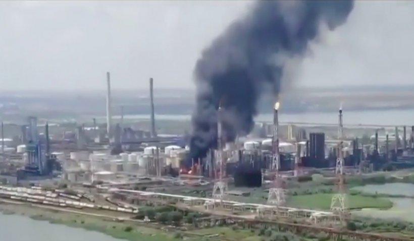 Petromidia, amendă de 100.000 de lei pentru poluare în timpul lucrărilor de curăţare a zonei care a explodat