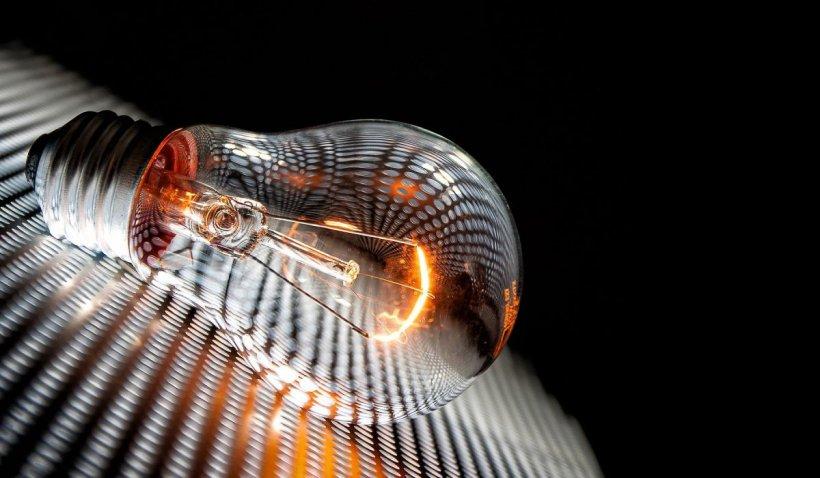 Despăgubiri pentru clienții companiilor de energie, afectați de penele de curent