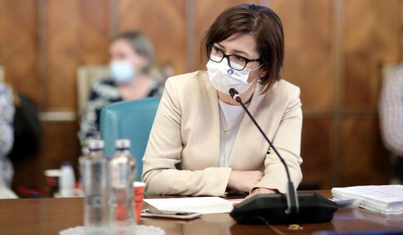 """Elevii ar putea fi vaccinaţi la şcoală. Ioana Mihăilă: """"Acolo unde e posibil, vrem să organizăm cabinete pentru vaccinare"""""""