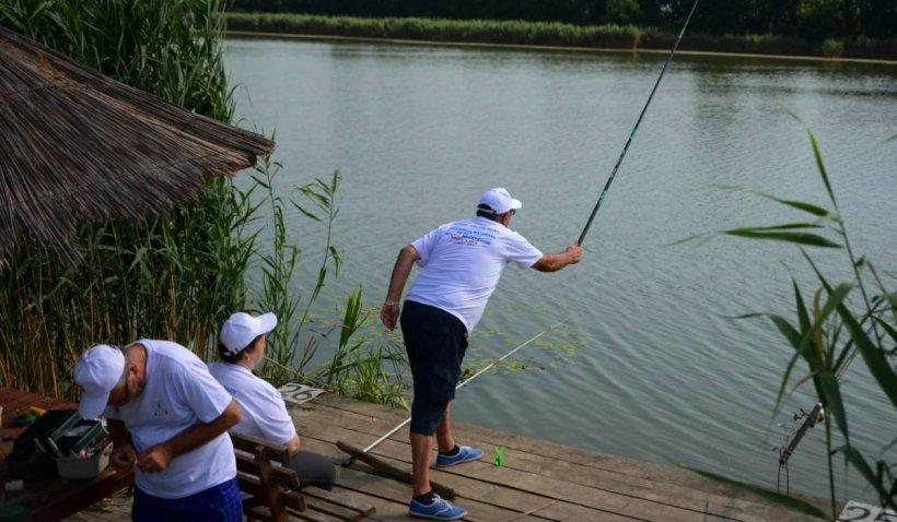Nevăzători români, din 22 de județe, au participat la un concurs de pescuit sportiv unic în țara noastră