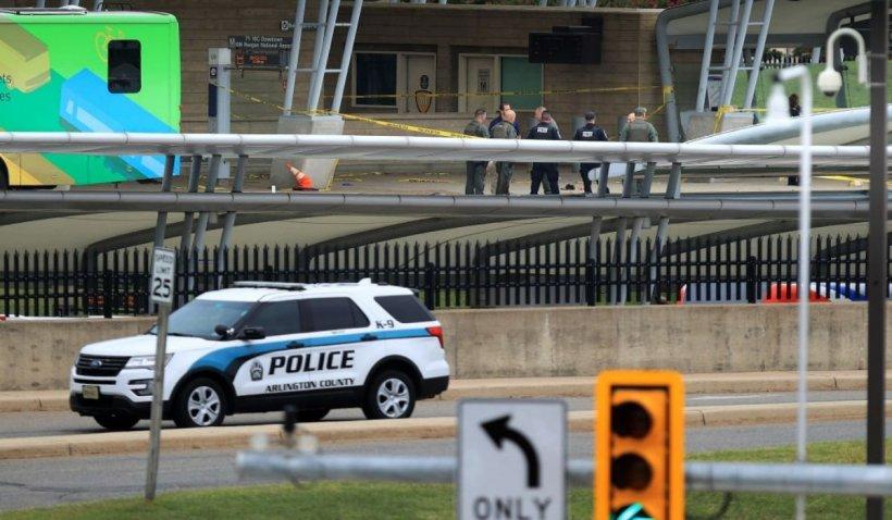 Suspectul care a ucis un polițist lângă Pentagon s-a împușcat cu arma pe care a sustras-o de la acesta