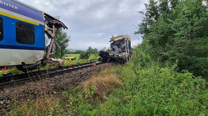 Două trenuri s-au ciocnit în Cehia. Cel puțin doi morți și peste 40 de răniți