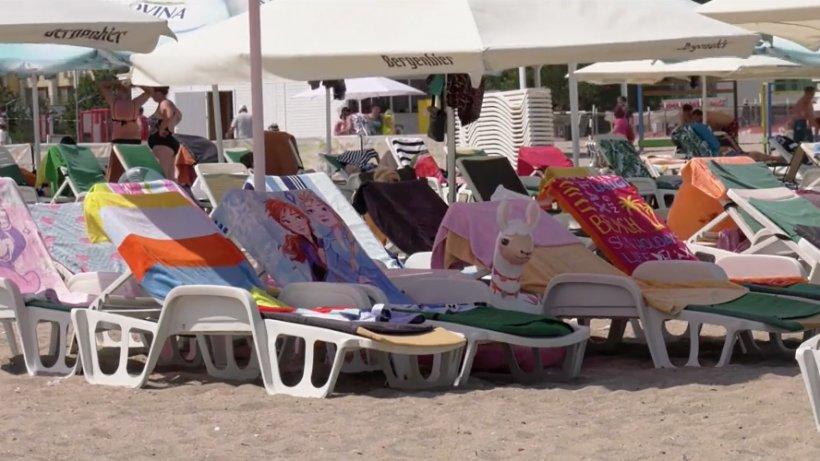 Cât costă un sezlong pe litoralul Românesc. Ofertele administratorilor de plaje