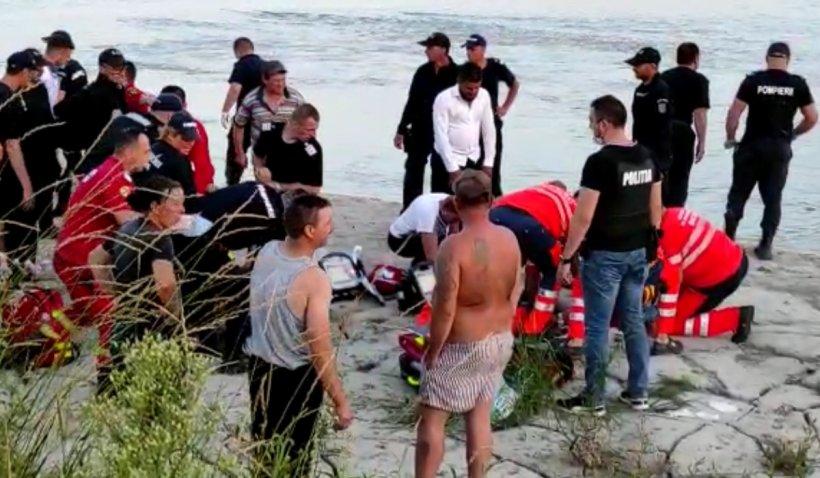 """Jale la înmormântarea celor cinci băieți înecaţi în Siret: """"Le stăm alături şi după ce-şi vor conduce copiii la groapă"""""""