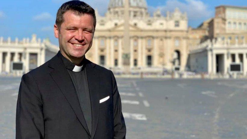 """Preotul catolic Francisc Doboș, ironii despre controversa gen vs. sex în buletin: """"O țineam sus și tare că sunt Papesa Francisc!"""""""