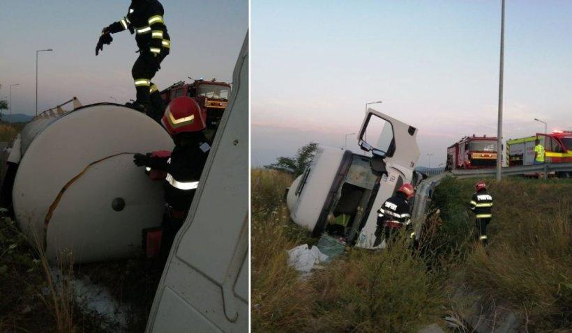 Zeci de tone de lapte s-au scurs pe câmp, accident cu şofer încarcerat pe autostrada A1, la Ilia