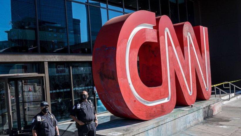 Trei angajaţi ai postului CNN au fost concediaţi pentru că nu s-au vaccinat împotriva COVID-19
