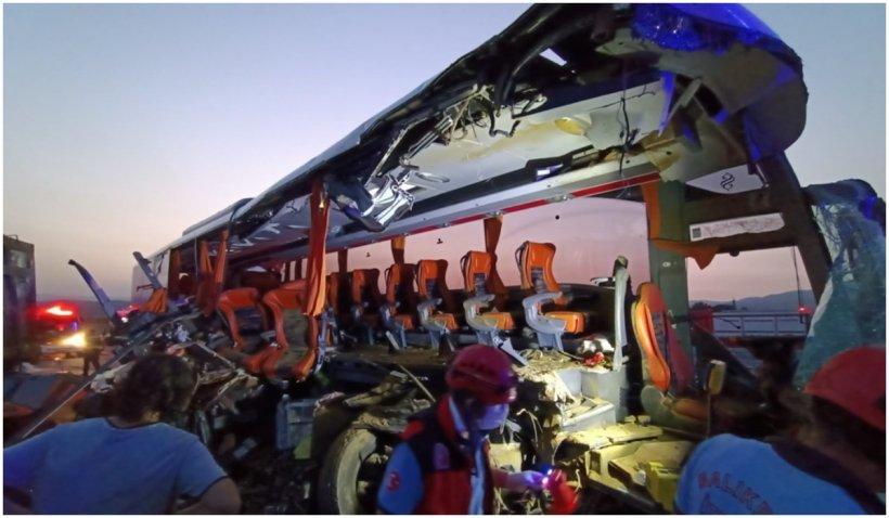 Accident grav în Turcia: 14 oameni au murit și 18 au fost răniți