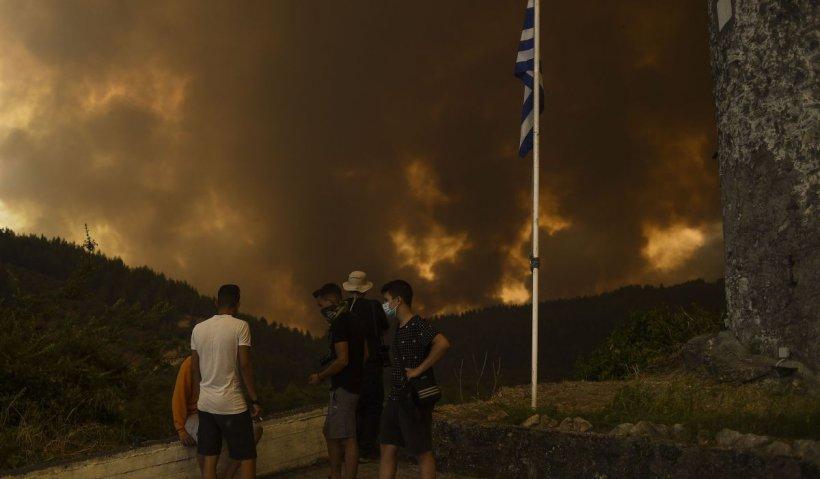 """Misiune extremă pe insula Evia, unde acționează pompierii români. """"Focul nu trebuie să ajungă la pădure!"""""""