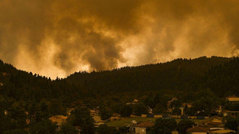 Grecia, mistuită de flăcări! Un elicopter de stingere a incendiilor s-a prăbuşit pe insula Zakynthos