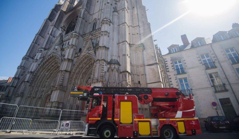 Refugiatul care a dat foc Catedralei din Nantes lovește din nou: a ucis un preot catolic în Franța
