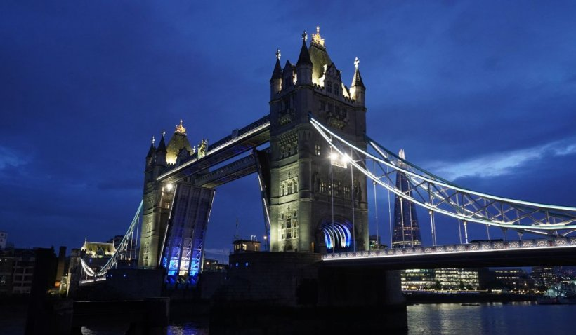 Celebrul pod londonez Tower Bridge, redeschis marți, după cea rămas blocat în aer timp de 12 ore