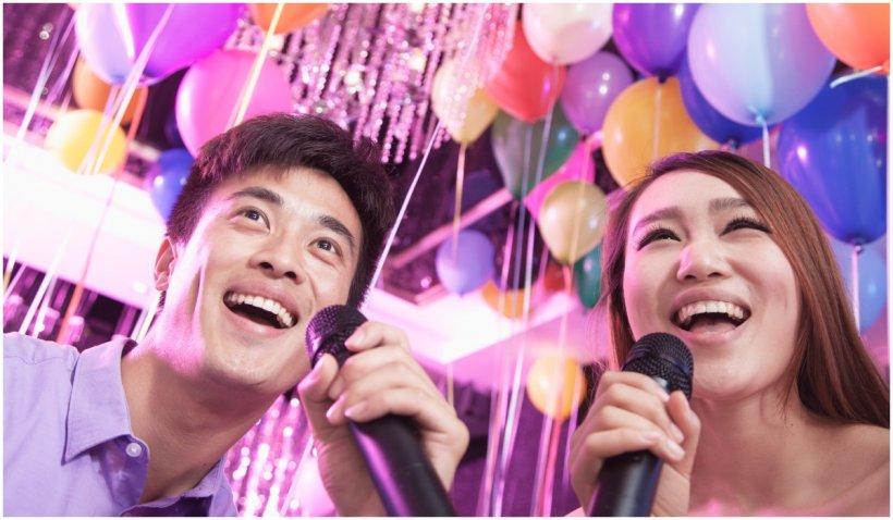 """China va permite doar cântecele """"sănătoase și înălțătoare"""" la karaoke"""