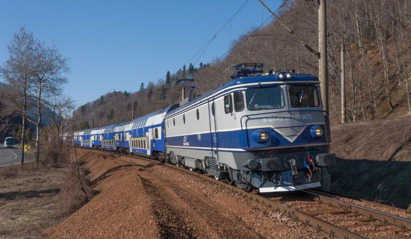 Un alt tren CFR Călători s-a defectat: Pasagerii stau în câmp de două ore
