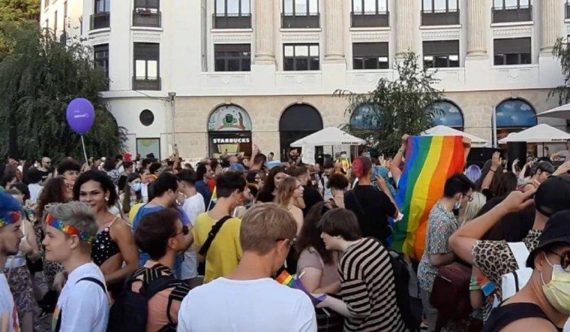 """Cum s-au distrat participanții la """"Bucharest Pride 2021"""", în Piața Universității"""