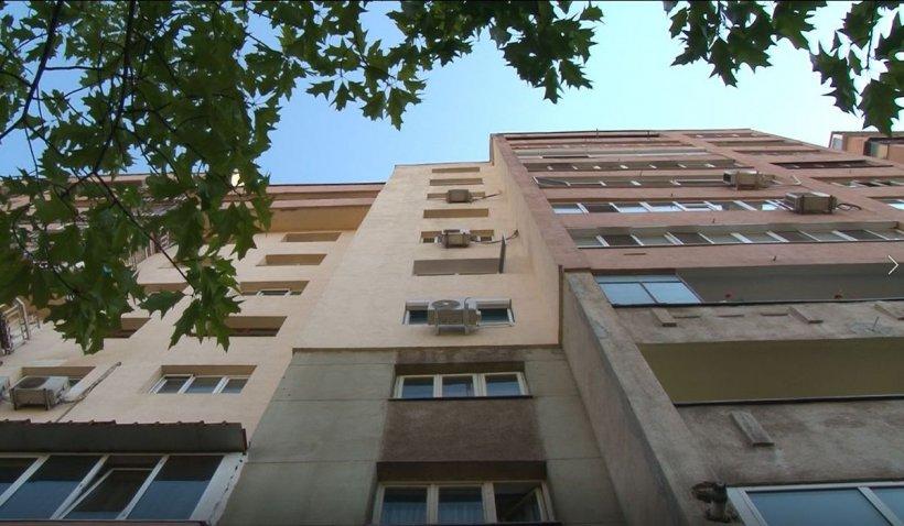 Un bărbat de 60 de ani a căzut de la etajul 4 al blocului, în Reşiţa. Vecinii exclud ipoteza sinuciderii