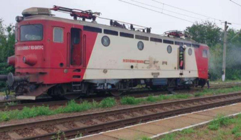 Locomotiva trenului Iaşi-Bacău a luat foc în Gara Sârca. Circulația feroviară, întreruptă 30 de minute