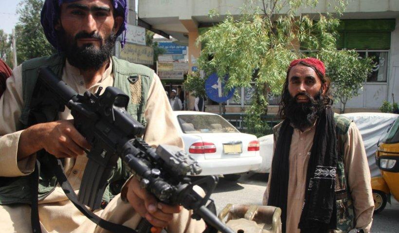Cad măștile la Kabul, iar talibanii s-au schimbat, într-adevăr