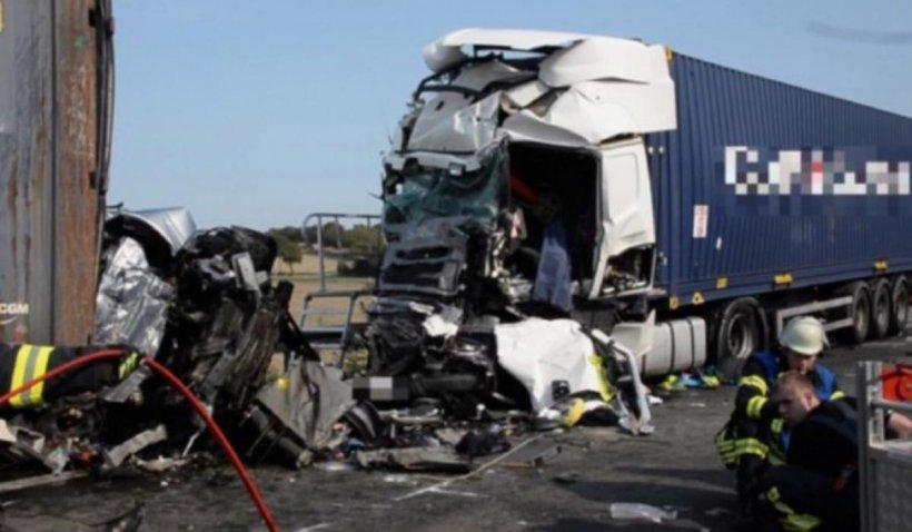 Un român trebuie să răspundă pentru omucidere după un tragic accident în care două TIR-uri au strivit un microbuz, în Germania