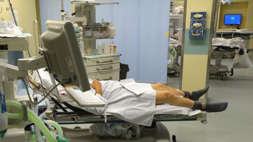 Încă un pacient infectat cu tulpina Delta în Arad. Bărbatul a murit